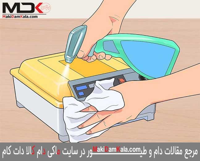 دستگاه جوجه کشی را تهیّه کنید که تمیز کردن فضای داخلی آن آسان میباشد